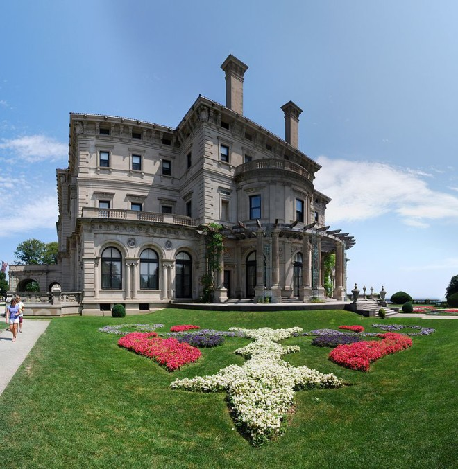 The Breakers Mansion Newport, RI https://commons.wikimedia.org/w/index.php?curid=7570840